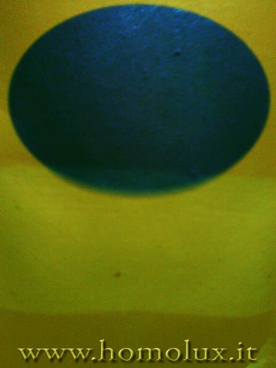cromoterapia giallo diffuso blu localizzato su pelle scottata